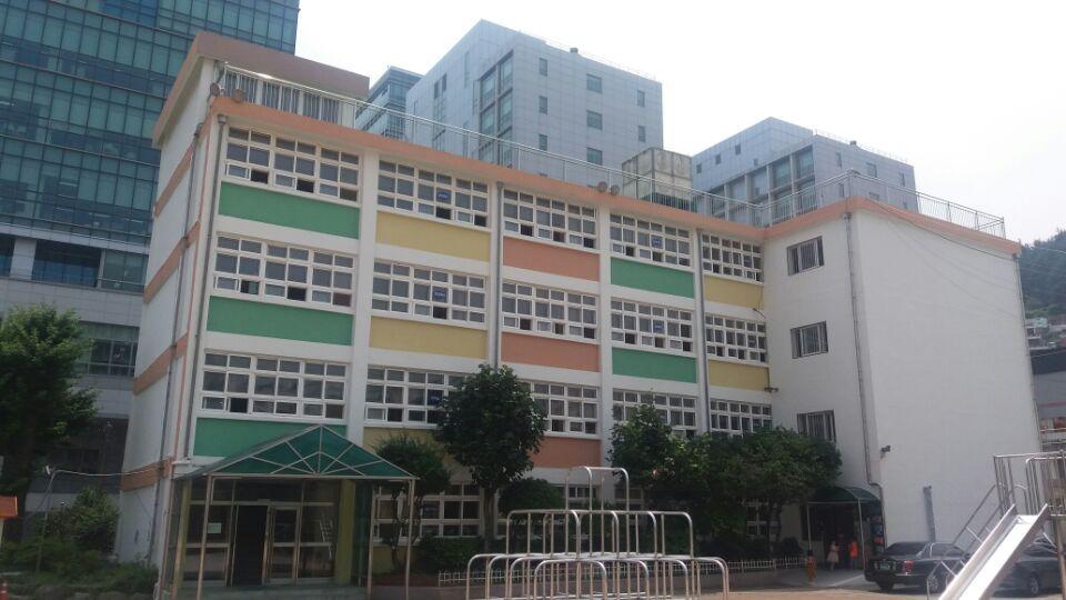 1 번째 사진  에  연면적5238.8 ㎡ 부산광역시 서구 부용동2가 부민초등학교 석면텍스 해체 제거