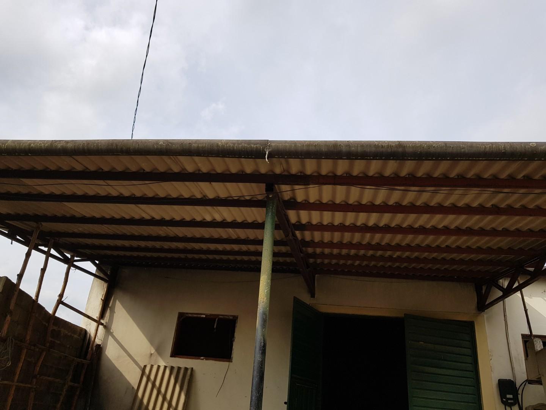 3 번째 사진  에  연면적243 ㎡ 경남 창녕군 대지면 슬레이트 지붕 석면처리 현장