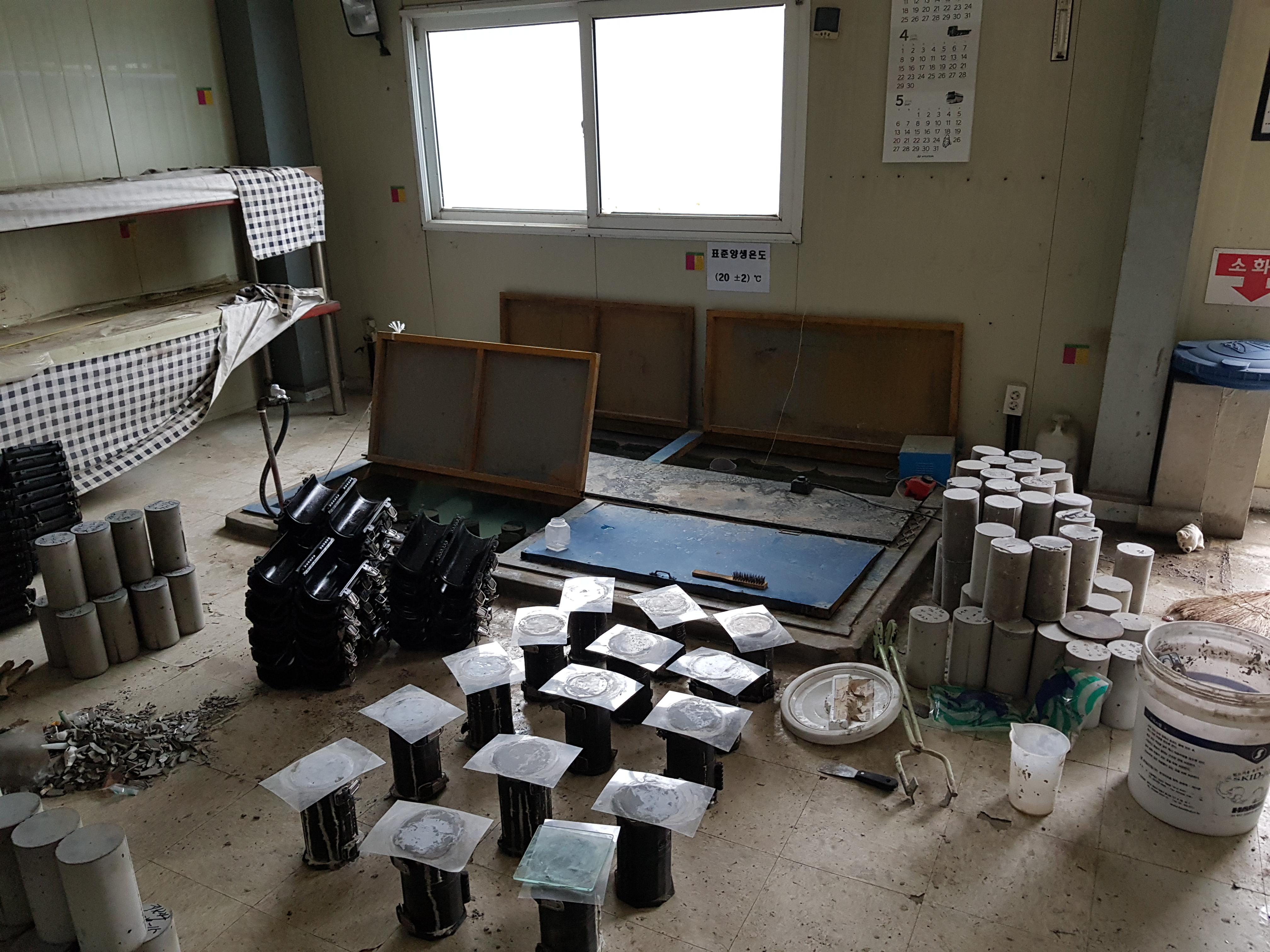 2 번째 사진  에  연면적60 ㎡ 경북 예천군 예천읍 공장 천장텍스 석면해체 제거 보고서