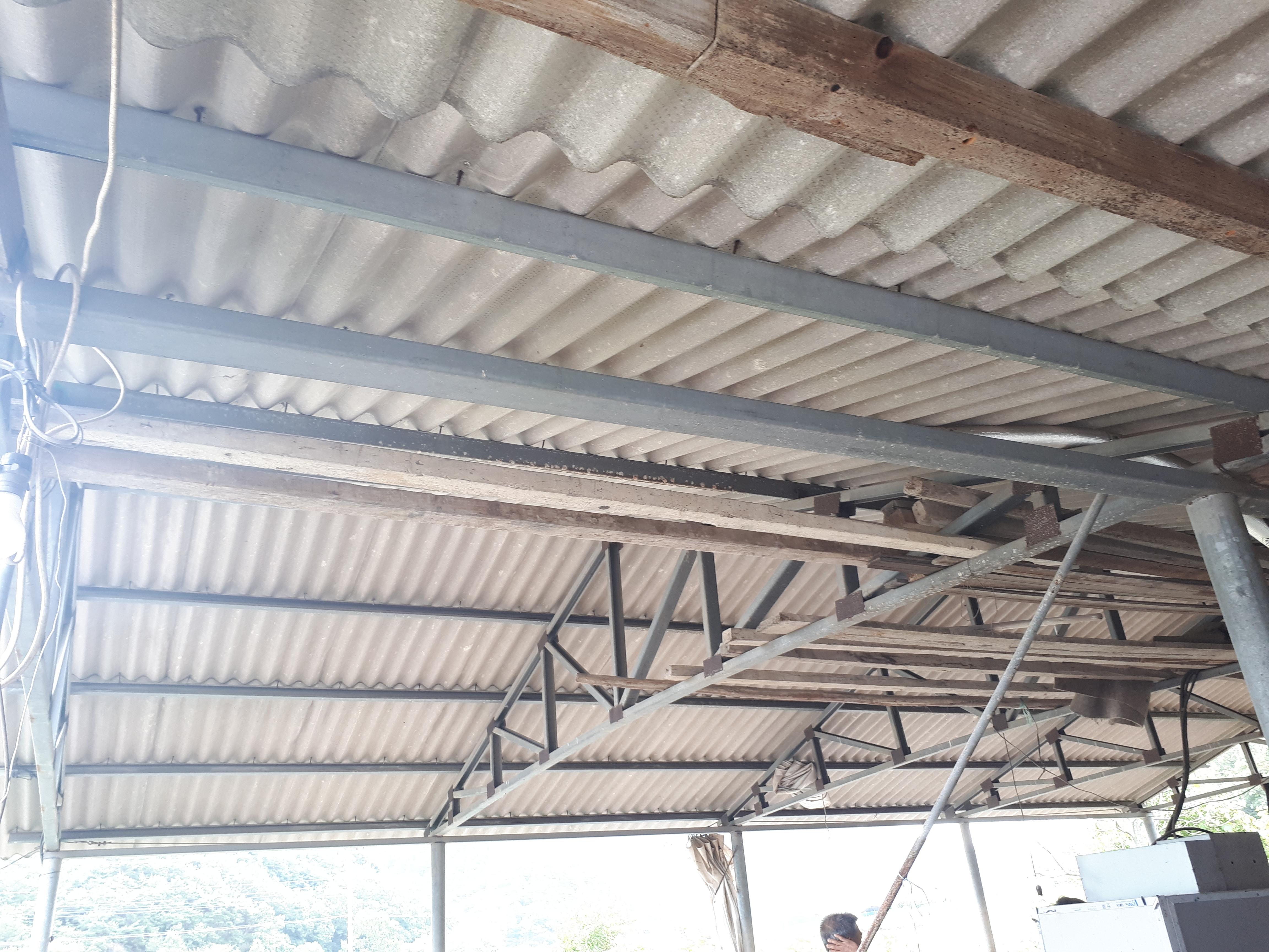 3 번째 사진  에  연면적44 ㎡ 경상남도 밀양시 청도면 축사 슬레이트지붕 석면처리