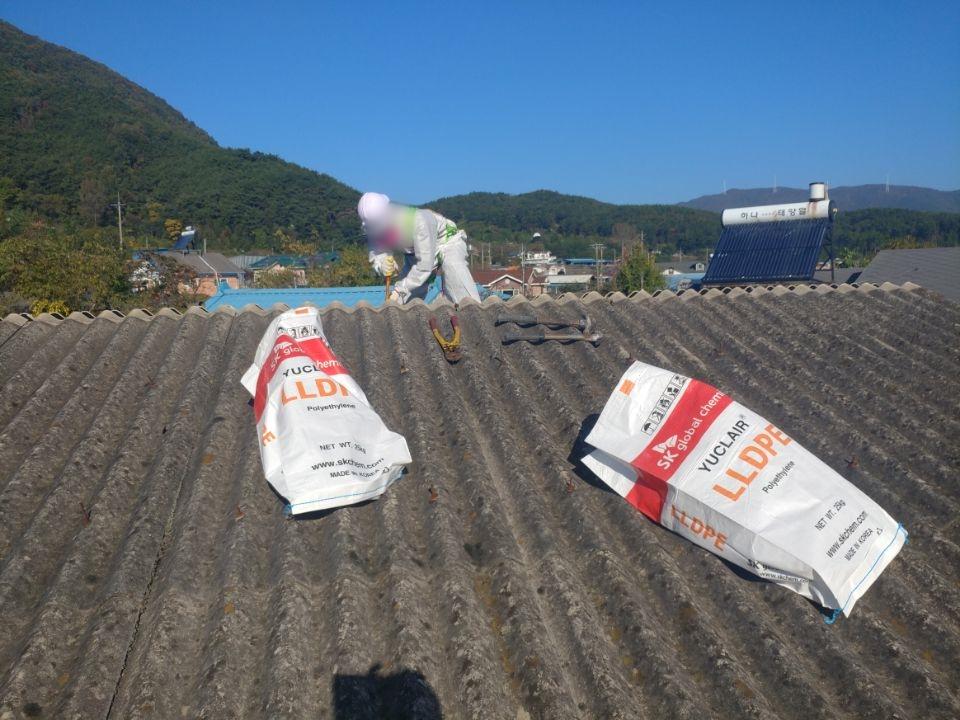8 번째 사진  에  연면적44 ㎡ 경상남도 밀양시 청도면 축사 슬레이트지붕 석면처리