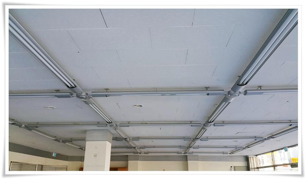 4 번째 사진  에  연면적 ㎡ 울진 현대자동차 대리점 천장 석면 텍스 철거 현장