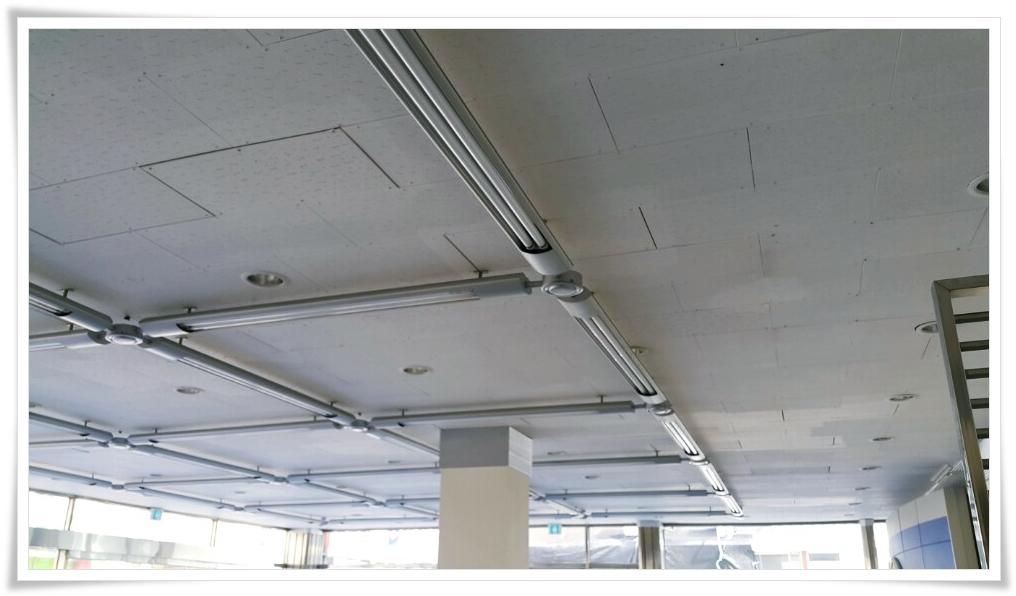 5 번째 사진  에  연면적 ㎡ 울진 현대자동차 대리점 천장 석면 텍스 철거 현장