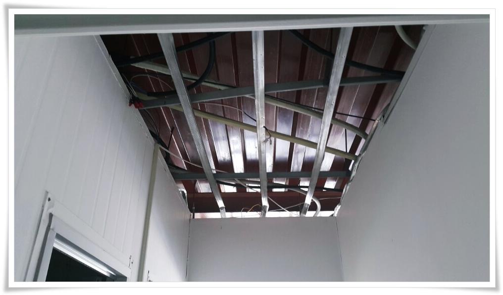 13 번째 사진  에  연면적 ㎡ 울진 현대자동차 대리점 천장 석면 텍스 철거 현장